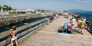 Boardwalk in Campbell River with lots of people