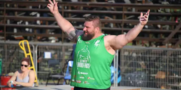 Sean Hayes raises his arms in victory.